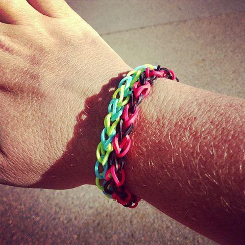 Rainbow Loom Bracelets - Mama Luvs Books